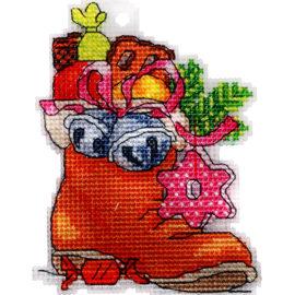 Вышивка нитками на пластиковой канве - новогодняя серия